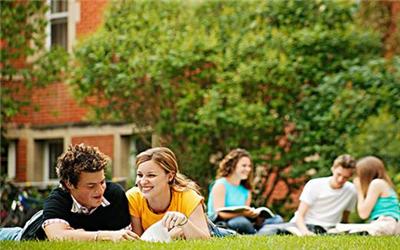 解析美国高中留学生奖学金申请技巧