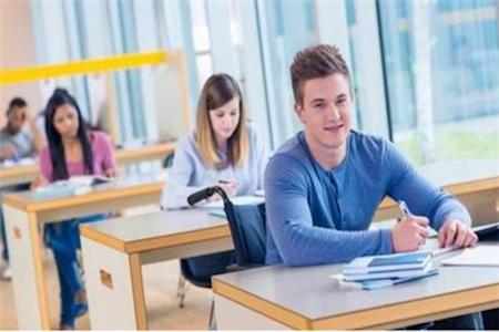2019美国留学物理专业类型及奖学金情况
