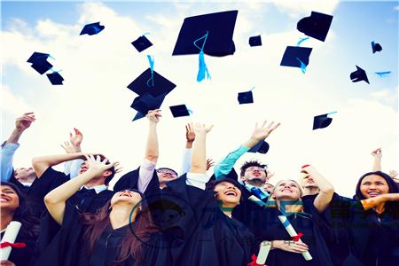 2019加拿大读大学生活费要多少