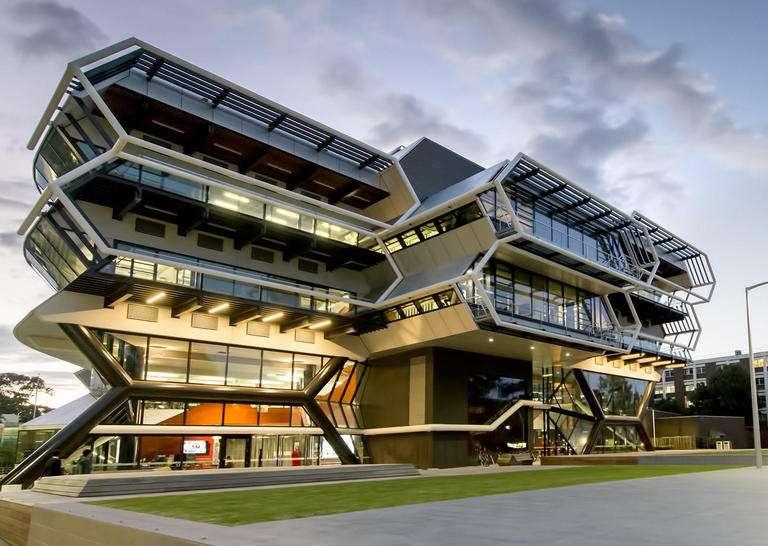 「马来西亚留学」莫纳什大学马来西亚分校留学条件有哪些?莫纳什大学马来西亚校区学费要多少?