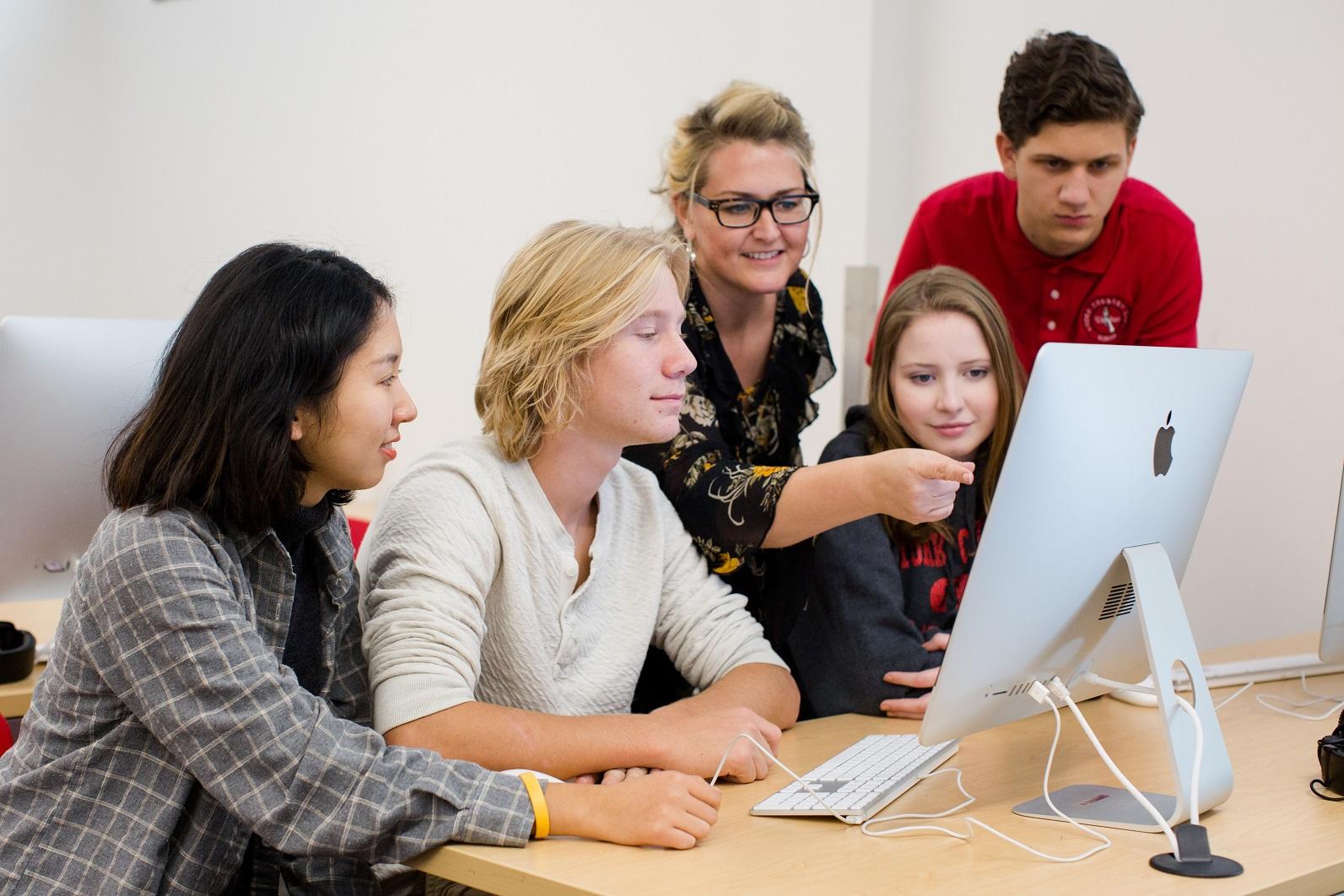「美国留学」美国高中几月份开学?美国中学留学费用要多少?