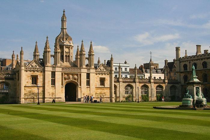 「英国留学」英国留学研究生有哪些优势?